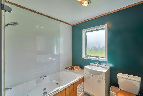 Apiti, Neuseeland: Lodge- Accommodation- spa suite