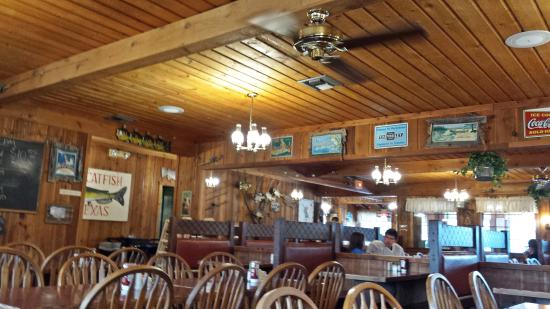 The Lakehouse: Dining Area