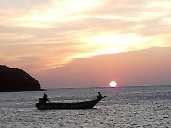 Posada Cerquita Del Mar: hermosa vista del atardecer..
