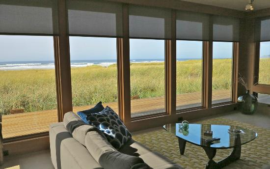 Coast Cabins: Windward livingroom