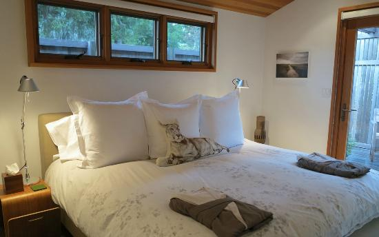 Coast Cabins: Modern Ranch bedroom