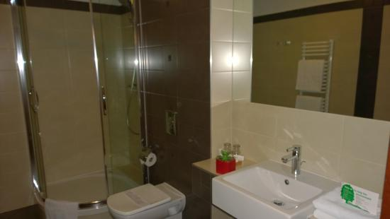 Benefis: bathroom2