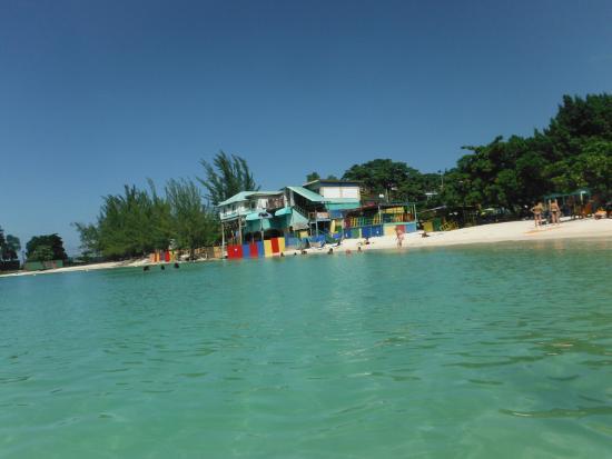 Aquasol Beach Park: Vista do mar para o restaurante