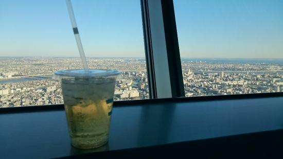 Skytree Cafe Floor 350: ジンジャーエールと景色