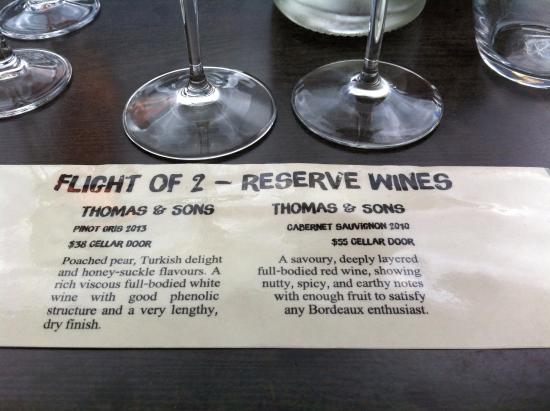 جزيرة واهيكي, نيوزيلندا: a flight of wine