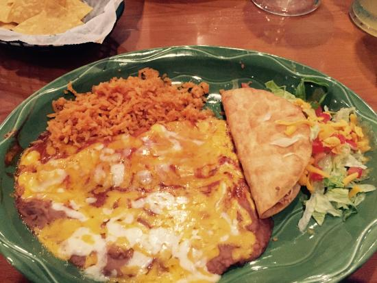 Torero's Mexican Restaurant: Enchilladas and Taco plate