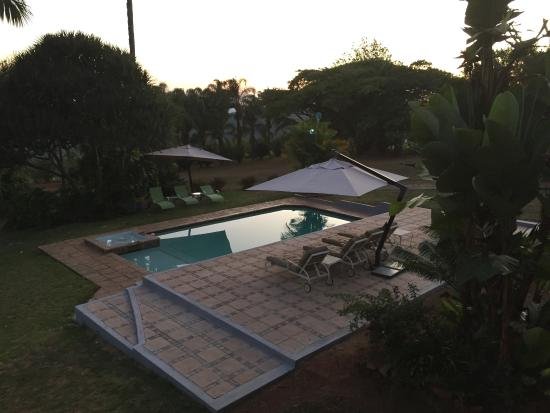 Mashutti Country Lodge: Delightful looking pool.