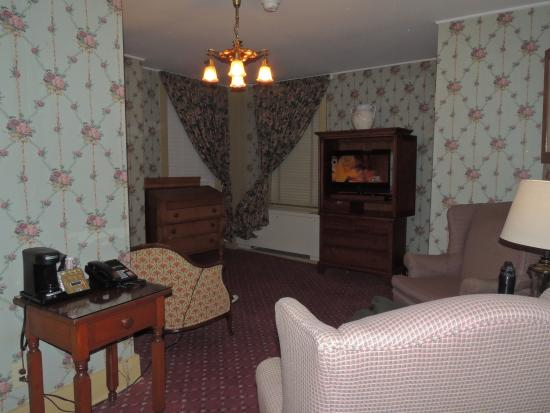 The Golden Lamb Inn: Living Area of Rutherford B. Hayes room