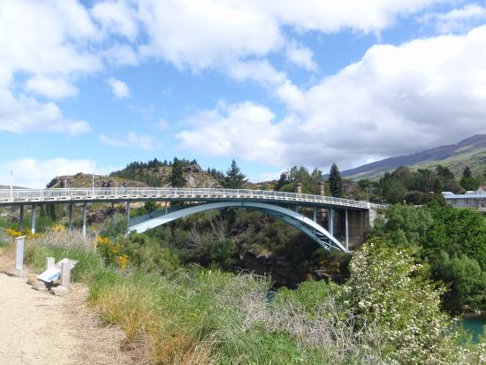 ‪‪Roxburgh‬, نيوزيلندا: Roxburgh Bridge over Clutha River - Nov 2015‬