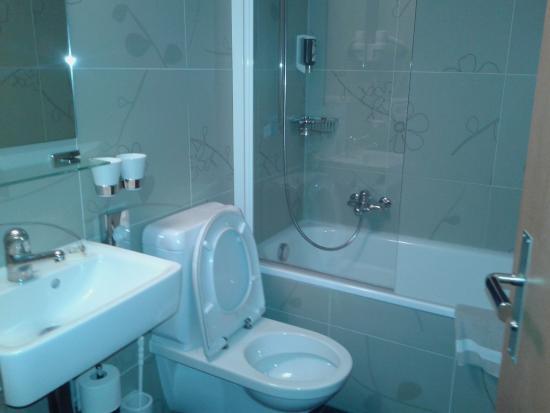 Hotel Landhaus: Baño.