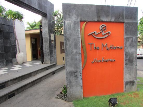 The Mutiara Jimbaran : 玄関
