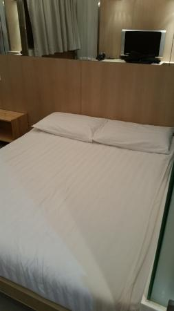 Acesite Knutsford Hotel: Bed
