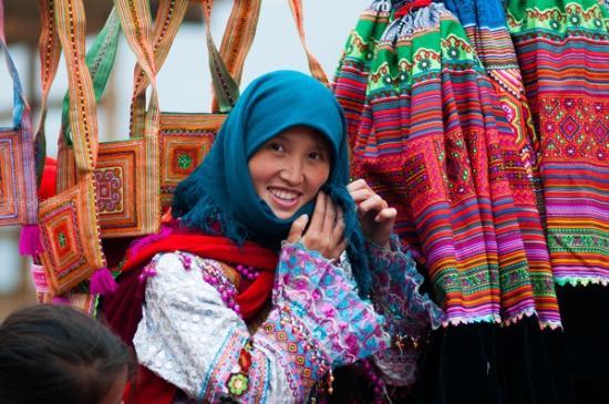 Can Cau market - A Flower H'mong Girl
