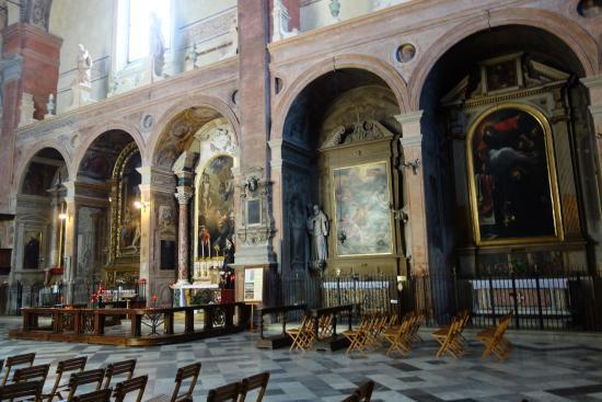 https://media-cdn.tripadvisor.com/media/photo-s/09/9f/05/30/chiesa-di-san-giacomo.jpg