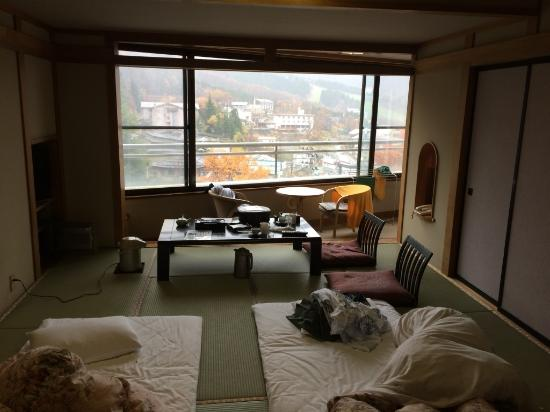 Zao Plaza Hotel: 部屋の中から窓の外を望む