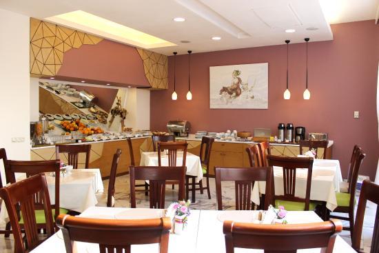 Europe Hotel: Breakfast Hall