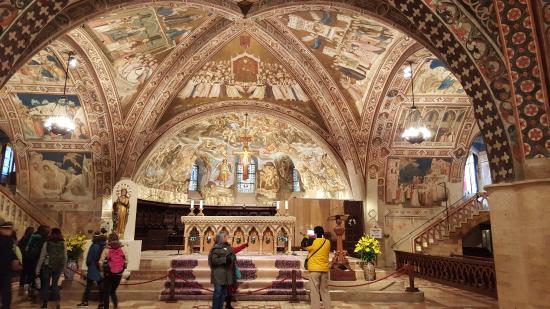 Basilica papale di s francesco d 39 assisi sacro convento di for Interno a un convento