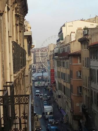 Hello Marseille Hostel: Belle vue depuis le balcon