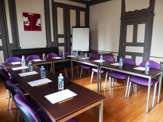 Kyriad Chalon Sur Saone Centre: Salle de Séminaire en U