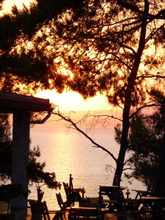 Nostos Hotel : Lever du soleil sur Sithonia.