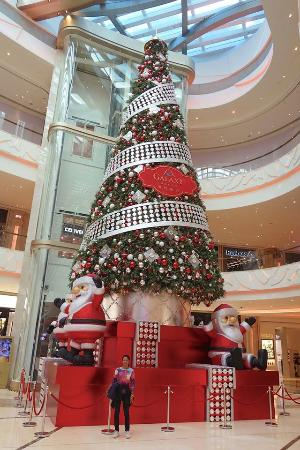 Galaxy Hotel: Christmas decoration in shopping mall within the resort.