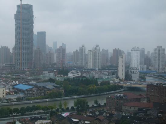 Puxi New Century Hotel Shanghai: Вид из окна