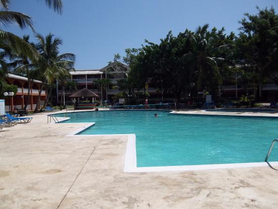 La piscine picture of bellevue dominican bay boca chica for La piscine review