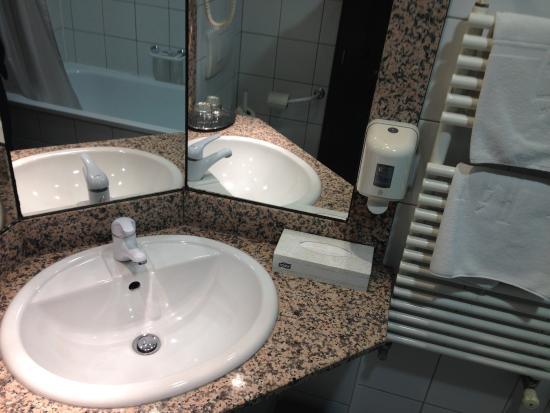 Arany Barany Hotel: Bathroom