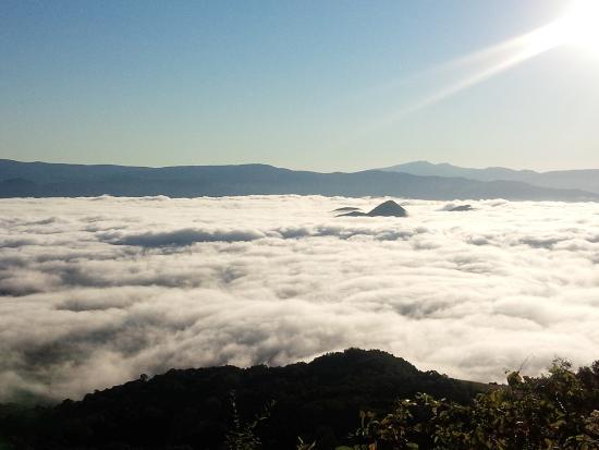 部屋から見た洞爺湖の雲海