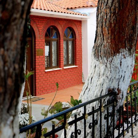 West Attica Region, Grécia: Στην κεντρική πλατεία της κωμόπολης