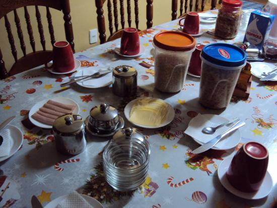 Residencial Carlitos: Café da manhã bem farto