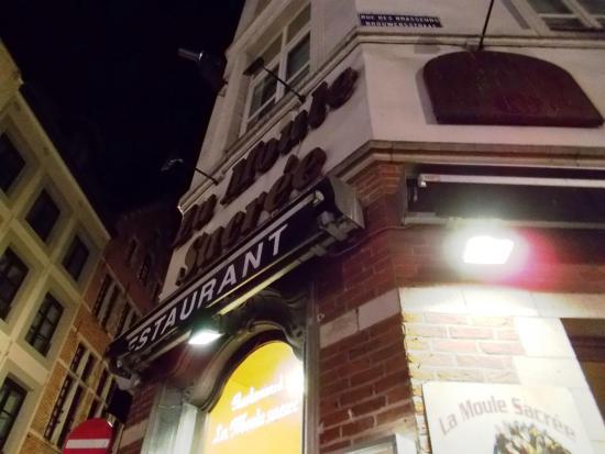 La Moule Sacree: レストラン入り口