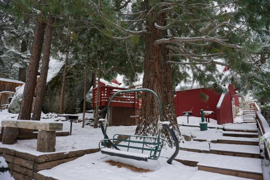 Shaver Lake Village Hotel Snow Covered Suites Grounds