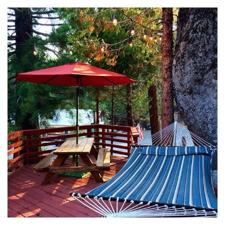 Shaver Lake, Калифорния: Village Suites deck