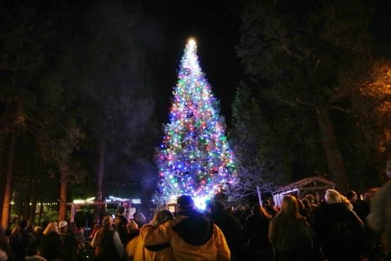 Shaver Lake, CA: 2014 Tree Lighting Ceremony at Hotel