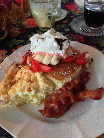 Hippensteal's Mountain View Inn : Amazing Egg & Cheese Souflee and a strawberry banana pancake stack.