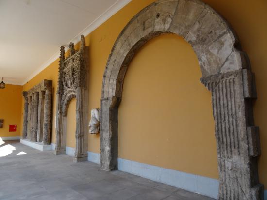 museo de zaragoza escaleras internas museo de zaragoza exposicin de esculturas perodo romano