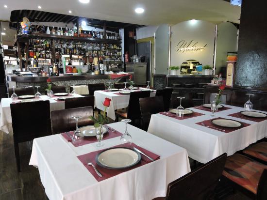 Comedor y bar del restaurante: fotografía de Restaurante Molinet ...