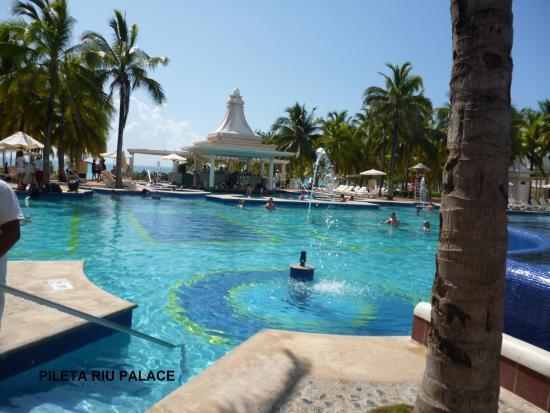 Piscina picture of hotel riu playacar playa del carmen - Piscina playa ...