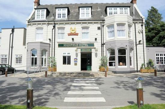 Highfield Hotel: Entrance to Hotel and Hungry Horse