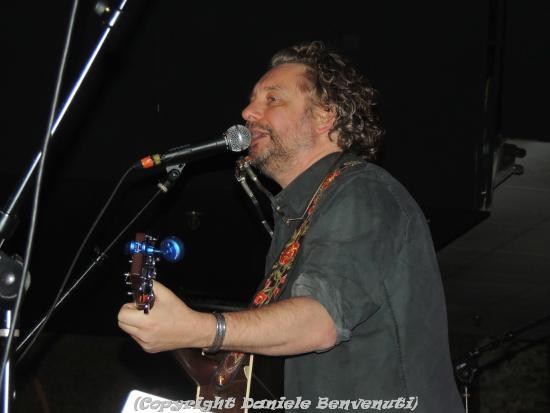 James Maddock sul palco dell'Asbury Lanes