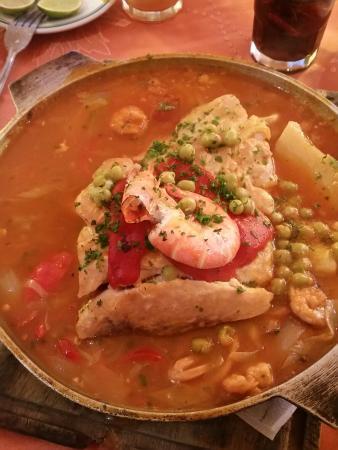 sabado de comida en la cita caldeira de mero con mariscos
