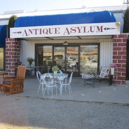 ‪‪Palmdale‬, كاليفورنيا: 11,000 sq feet of ANTIQUES and Vintage items!‬