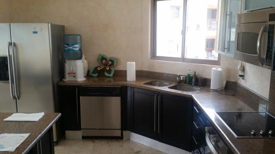 Corto Maltes Ocean Front Luxury Vacation Condos: Kitchen