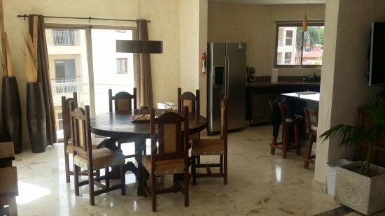 Corto Maltes Ocean Front Luxury Vacation Condos: Dining Area
