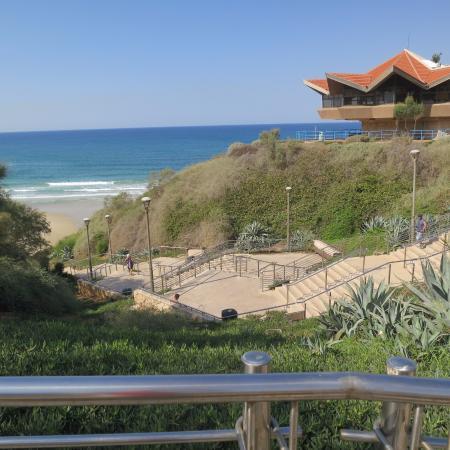 Poleg Beach: Лестница к морю