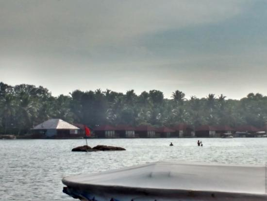 Poovar, India: floating cottages
