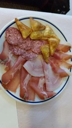 Sesta Godano, İtalya: Ravioli fritti con misto salumi