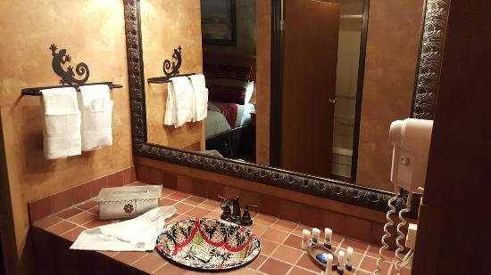 BEST WESTERN PLUS Inn of Santa Fe: 20151127_215849_large.jpg