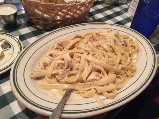 Dicicco's Italian Restaurant: Fettuccine Alfredo
